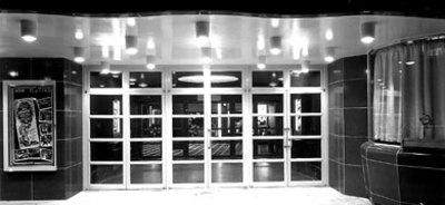 Garland_theater_entrance